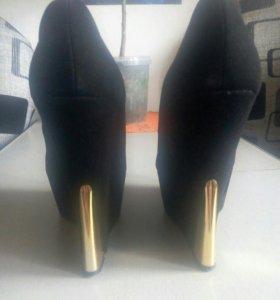 Туфли на платформе.