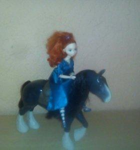 Кукла и лошадка.