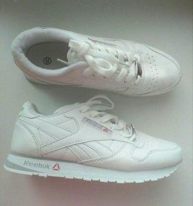 Кроссовки новые женские, размер  39