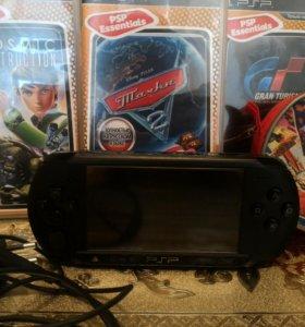 PSP-E1008+3 игры+ карта памяти 4gb+чехол