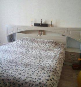 Кровать двухспальная с тумбочками
