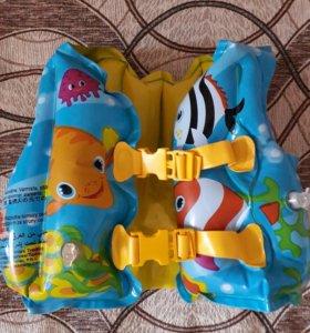 Плавательный жилет для ребенка