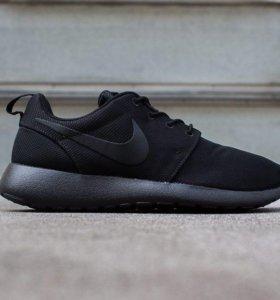 Nike Roshe One (Black/Black)