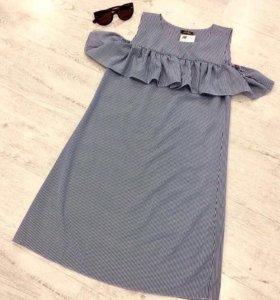 Платье в полоску с рюшей