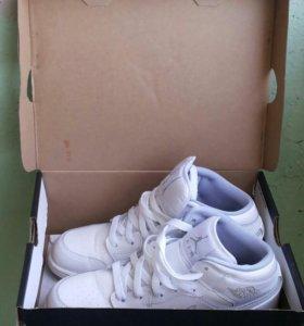 Женская обувь. .