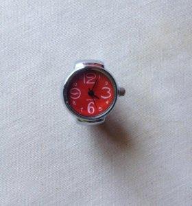 кольцо с часами