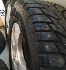 Комплект зимних шин на литых дисках Nissan. R16.