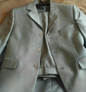 Продам костюм на мальчика 10-13 лет