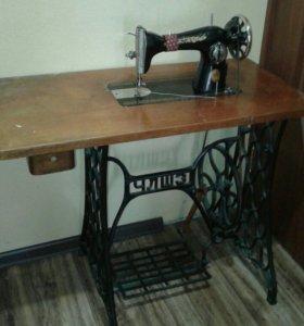 Швейная машинка ПМЗ в рабочем состоянии