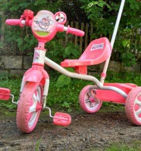 Детский трехколесный велосипед с ручкой