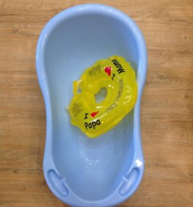 Детская ванночка с плавательным кругом