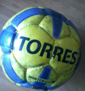 2 футбольных мяча
