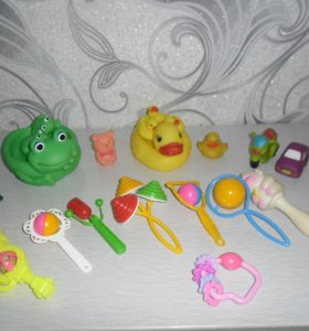 Погремушки и пищалки для малышей