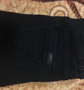 Новые джинсы с завышенной талией,зауженные к низу