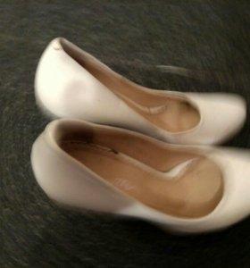 Туфли белые 33 размер