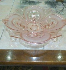 Блюдо из розового стекла