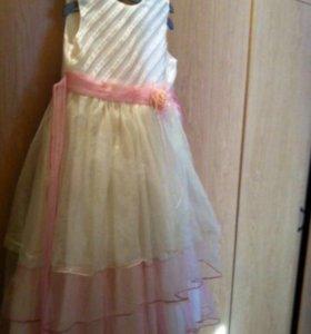 Платье нарядное 7-8 лет