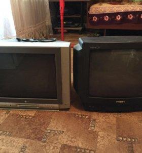 Два серого и черного CRT телевизоров