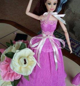 Кукла с цветами из конфет