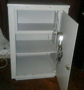 Сейфовый металлический шкаф