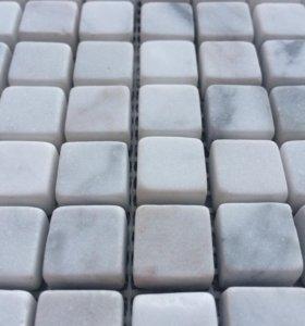 Белая мраморная мозаика.