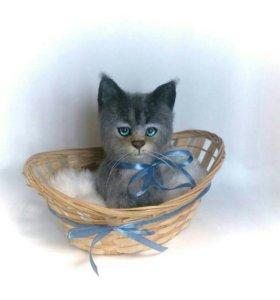 Котёнок в лукошке