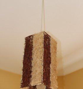 Плетёный потолочный светильник.