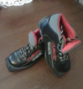 Детские лыжи,палки,ботинки