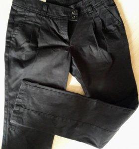 Черные брюки джинсы