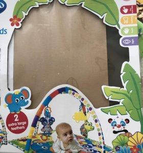 Коврик для младенца с игрушками