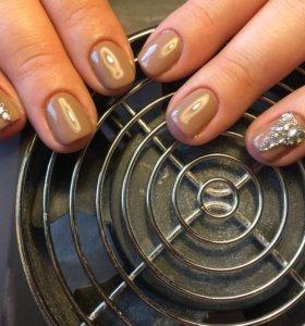 Маникюр+покрытиях ногтей гель-лаком