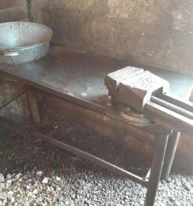 Тиски и стол