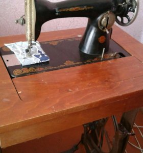 Машинка швейная со столешницей