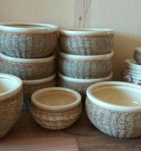 Керамические горшки с натуральным ротангом.