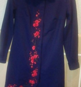 Продам платье, ткань костюмка с вышивкой