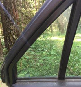 Треугольное стекло левой задней двери skyline R34