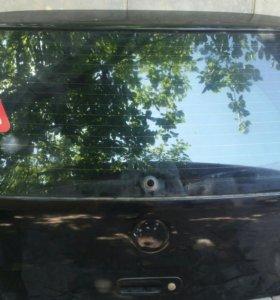 Крышка багажника на VW GOLF 4. Оригинал
