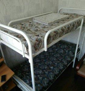 Двухярусная кровать + матрасы