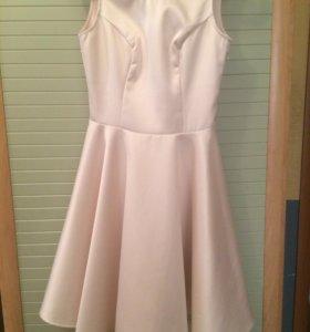 Красивое атласное платье р. 40-42