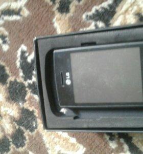 Телефон Lg p-520