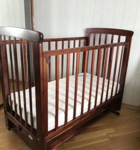 кровать с маятником и матрасом