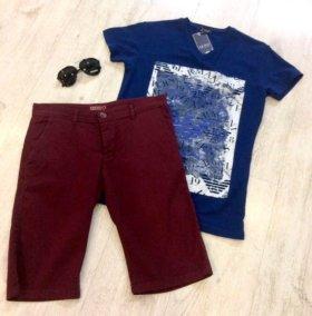 Футболка синяя и бордовые брюки