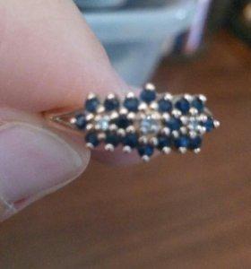 Золотое кольцо с сапфирами р 19