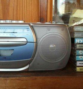 Магнитофон + 7 кассет