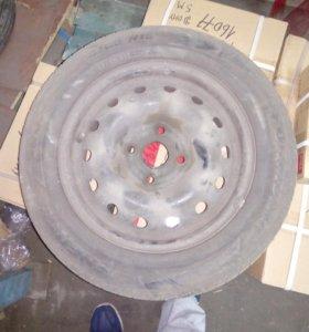 Шины Pirelli R 15 на дисках.