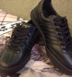Кроссовки Adidas кожа