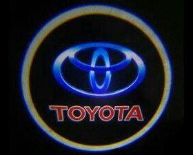 Штатная подсветка дверей с логотипом TOYOTA