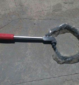 Трубный ключ.