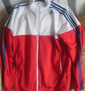 Фирменный спортивный костюм Adidas