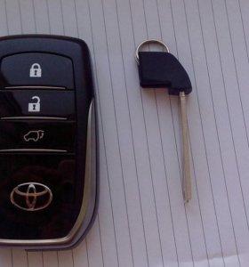Смарт ключ для Тойота Ленд Крузер 200 с лезвием